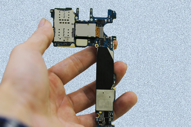 Mặt sau bo mạch chủ Samsung S8