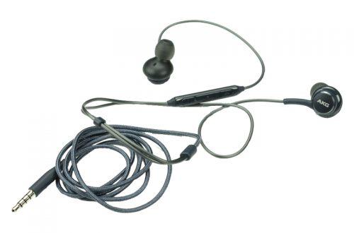 So sánh điểm mạnh tai nghe AKG Samsung S8 Plus và tai nghe Apple EarPods