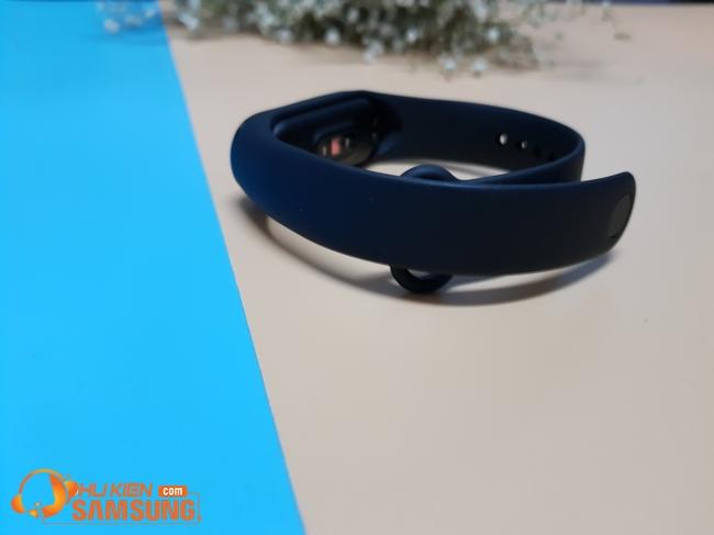 vòng đeo tay thông minh Mi Band 4 chính hãng giá rẻ